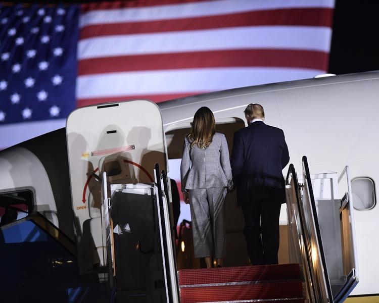 特朗普親自前往機場迎接3人。AP