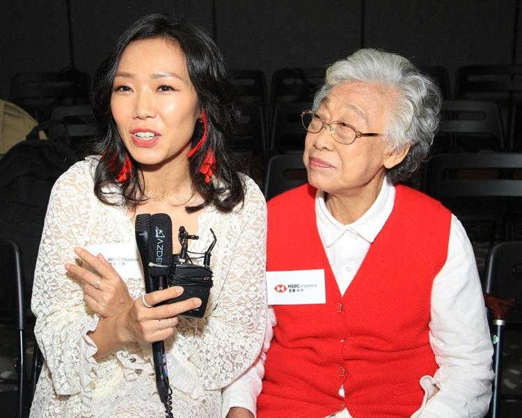 卓韻最錫外婆,未知會否聽話給外婆抱曾孫。