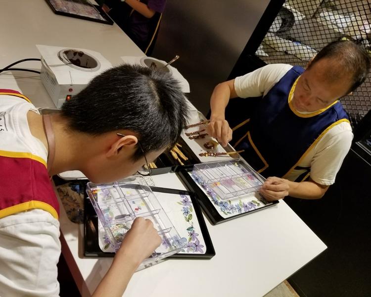 許美霞自行組織「愛兒城」,協助有需要的家長,並為成年自閉症人士轉介工作,亦會舉辦興趣班。