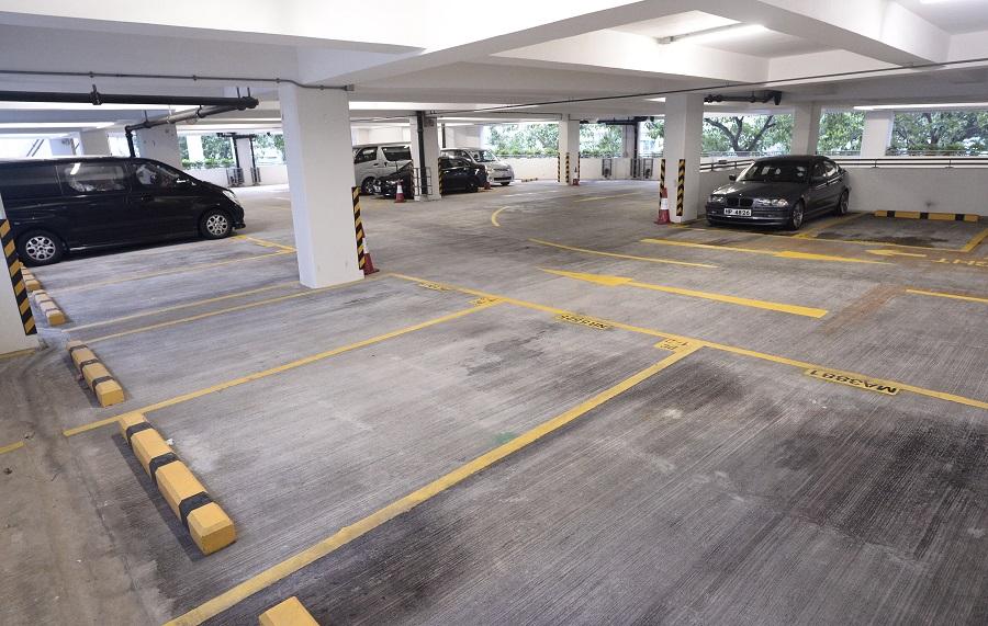停車場條款各異,車主要小心選擇。資料圖片