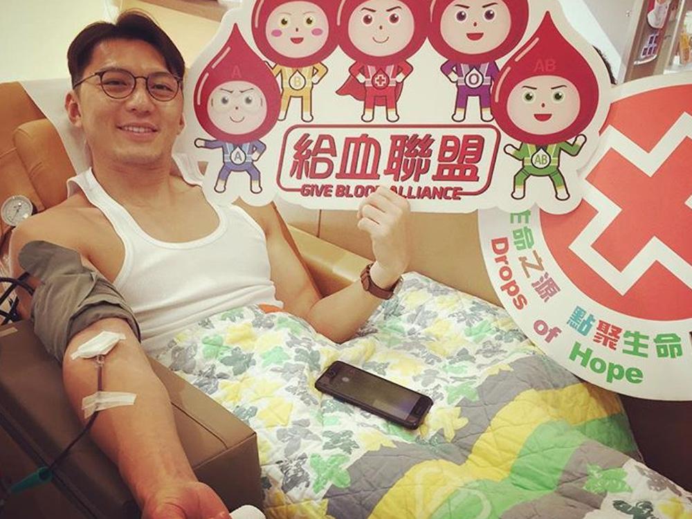 袁偉豪孖女友張寶兒去捐血,非常有善心!