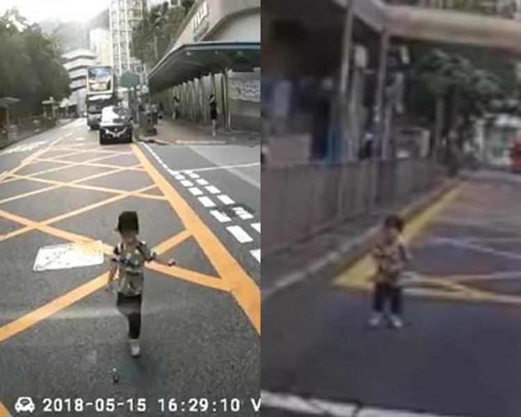男童衝出馬路試圖拾起小球。facebook