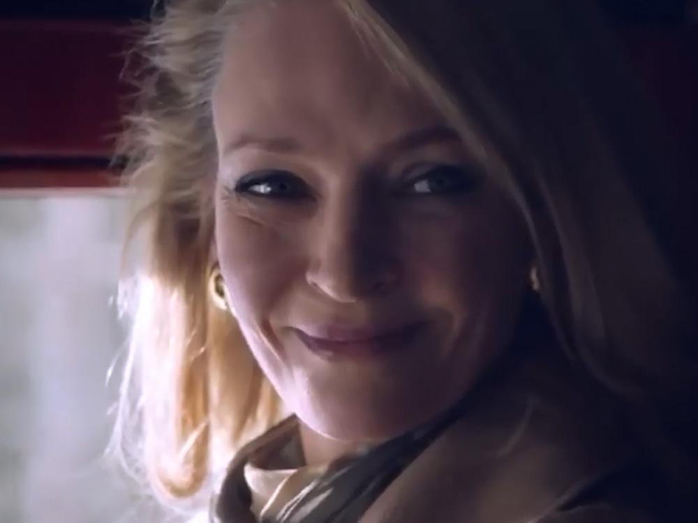 女星奧瑪花曼飾演其中一名受害者。