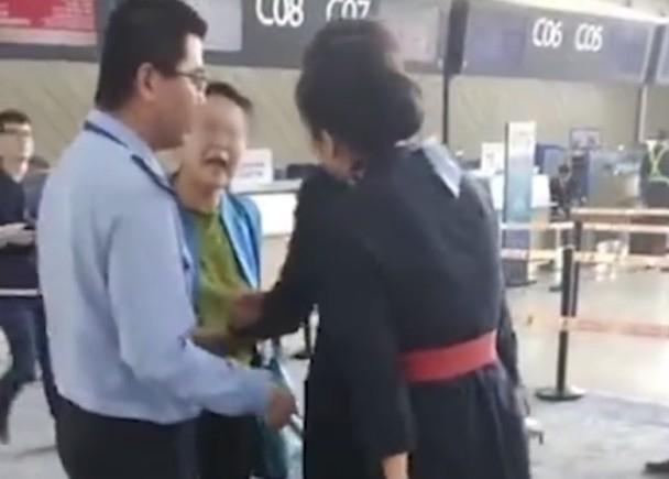 女乘客大鬧機場,自稱教授更辱罵女地勤。(網圖)