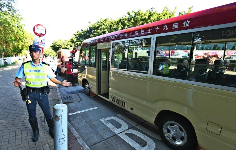 運輸署指會加強實地及登車調查打擊小巴超載。資料圖片