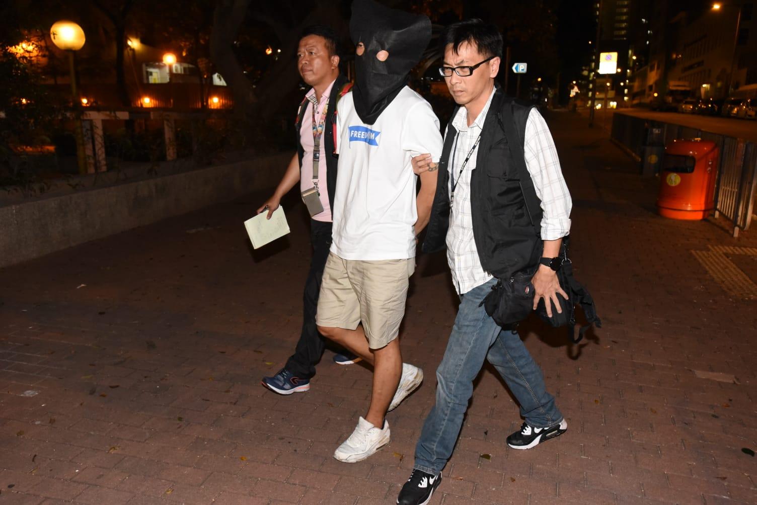 警方將陳姓疑犯押返李鄭屋邨廉潔樓住所搜查,但無果。