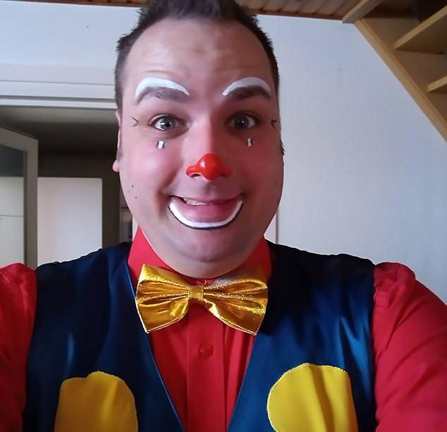 31歲的Kevin Leipere是一名職業小丑,專為患病住院的孩子表演。(網圖)