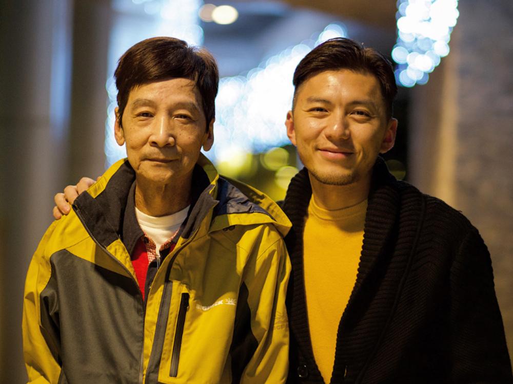 袁偉豪今晨在社交網公布父親離世的消息。