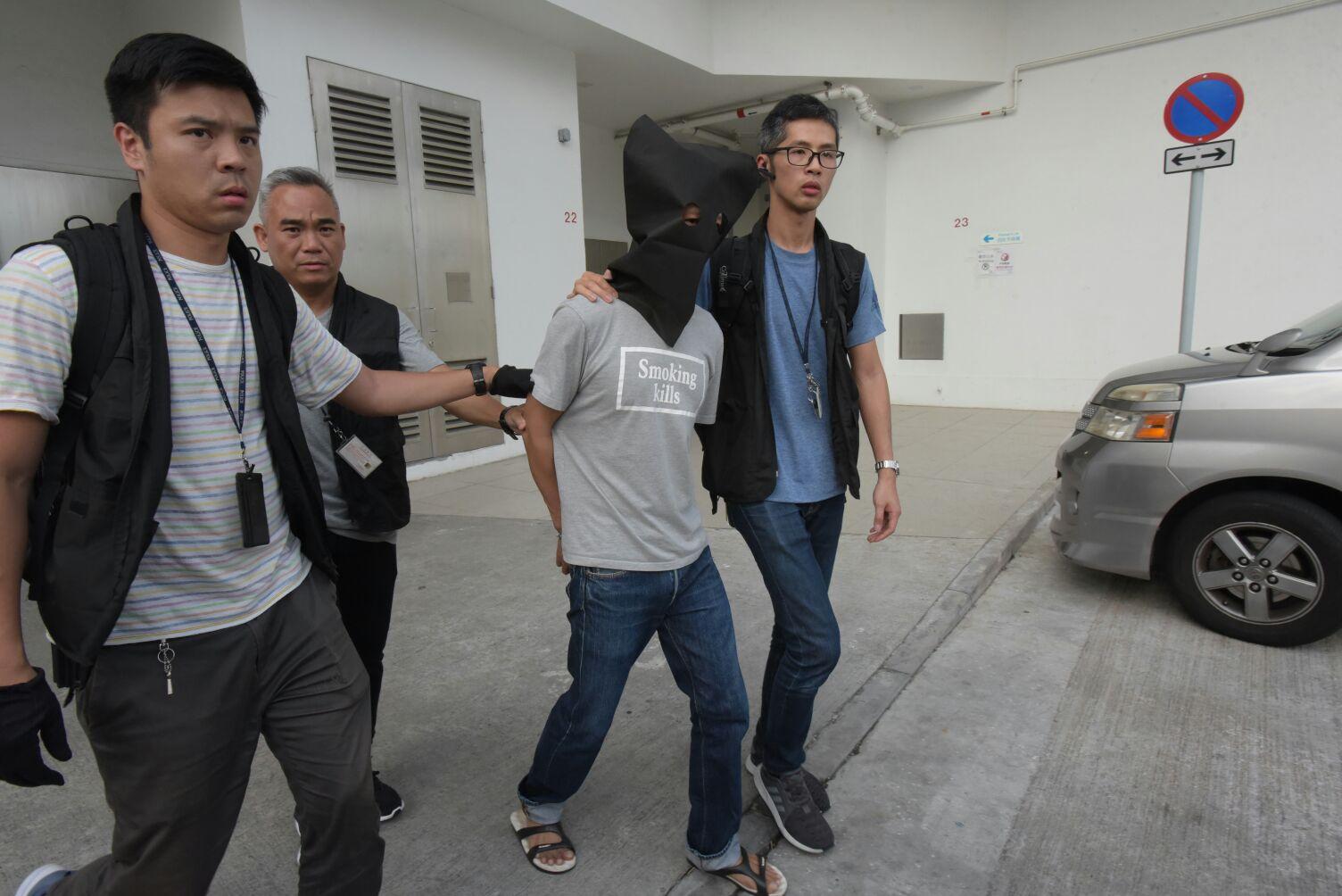 警方下午拘捕一名涉案男疑犯。黃文威攝