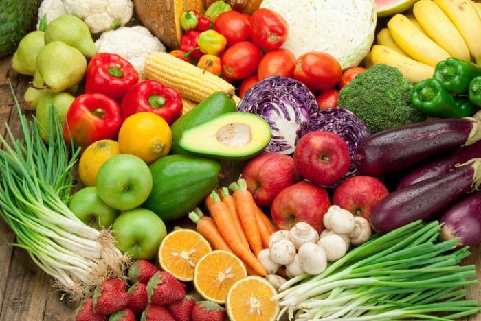 多吃蘋果、柚子、白菜和菠菜等深綠色蔬菜,都有助吸收鎂、鈣還有鉀。