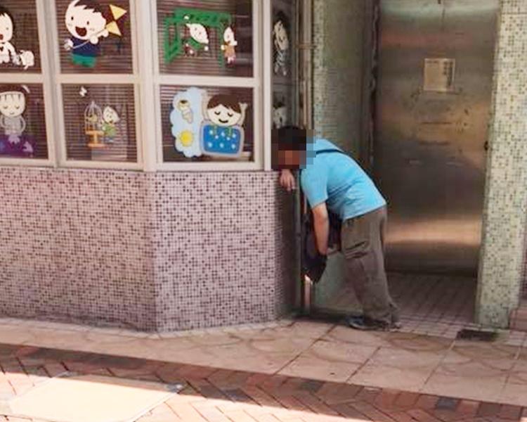 可疑男子偷窺幼稚園。網上圖片