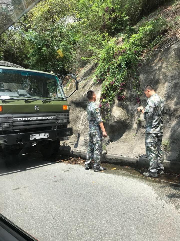 淺水灣道七人車撞解放軍軍車。網民Joe Leung圖片