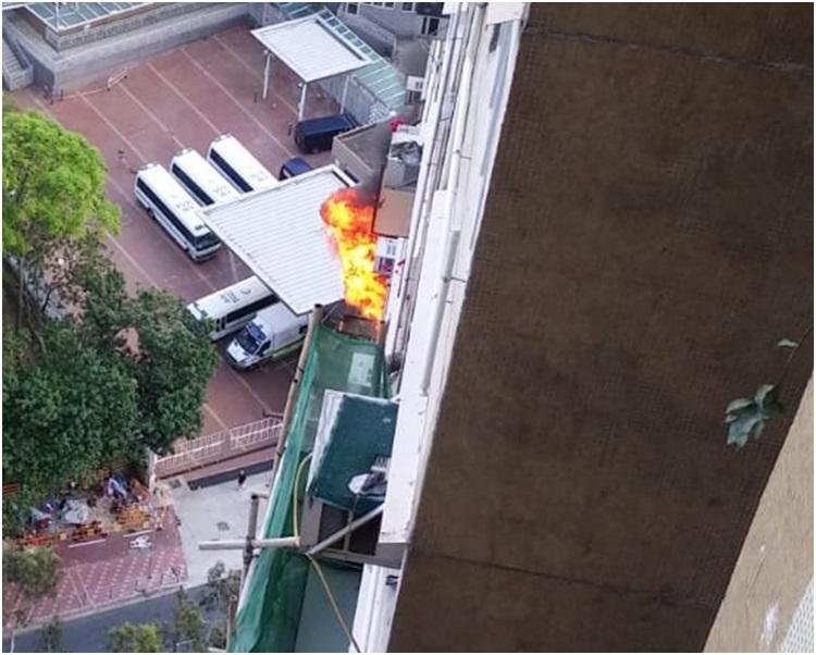 起火單位在顯德樓21樓。