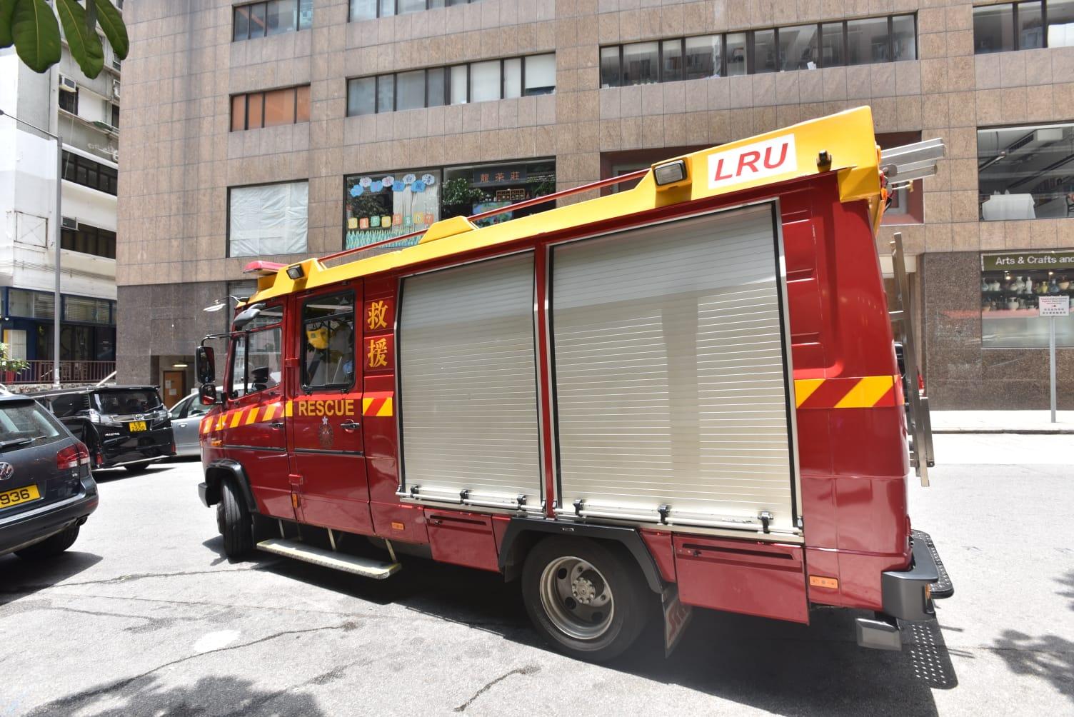 消防員到場拯救。