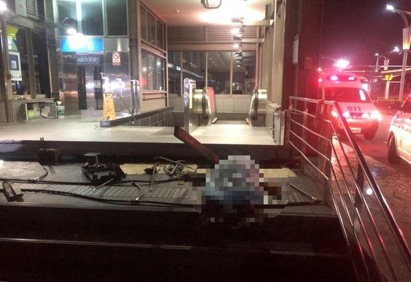 松山機場捷運站凌晨發生奪命工業意外,一死一傷。