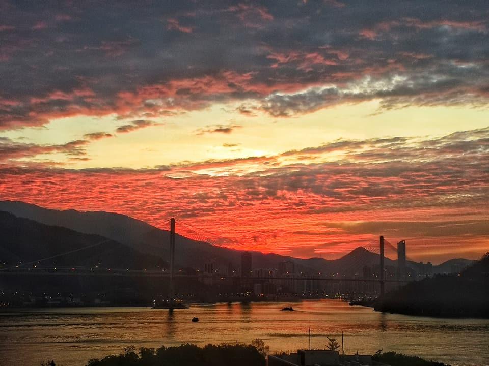 天空變成橙紅色。網民Eddy Yuen圖片