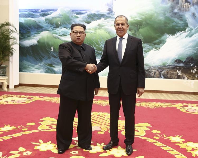 拉夫羅夫當面邀請金正恩訪俄。AP