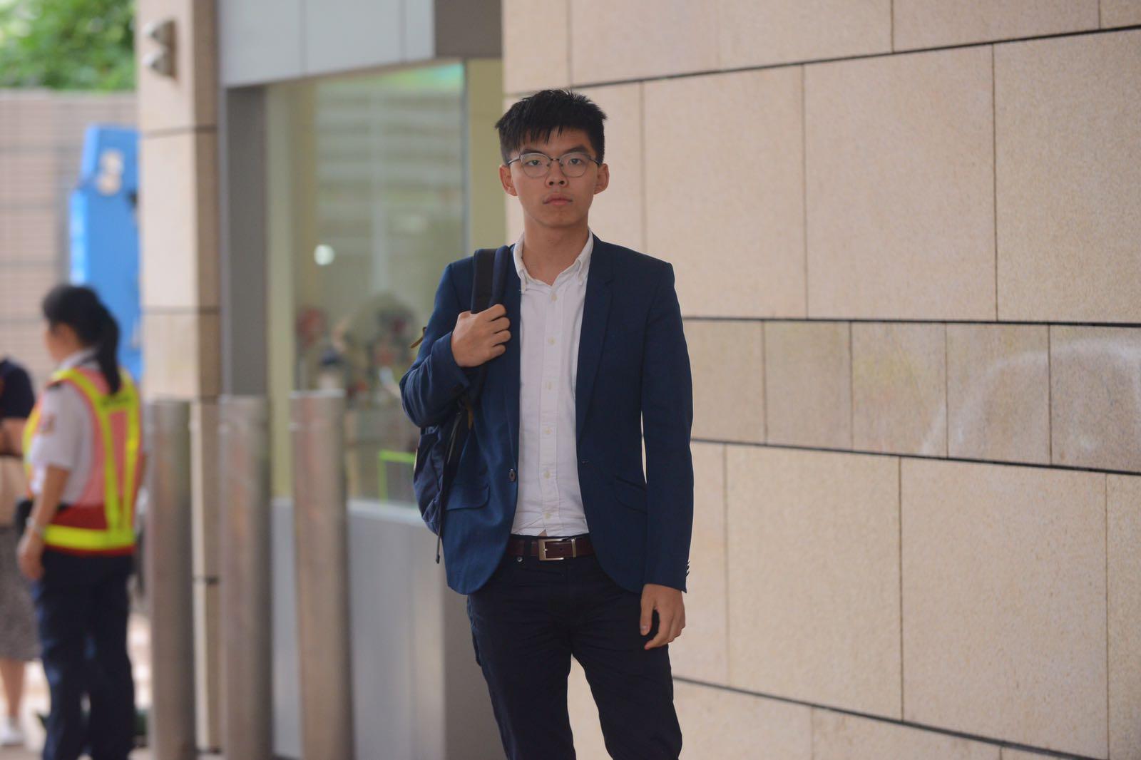 黃之鋒入稟小額錢債審裁處,要求向律政司司長索償共4.5萬元。梁譽東攝