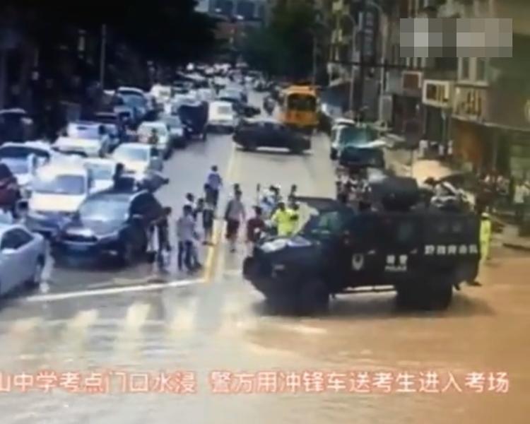 廣東武警部隊派出軍車協助。片段截圖