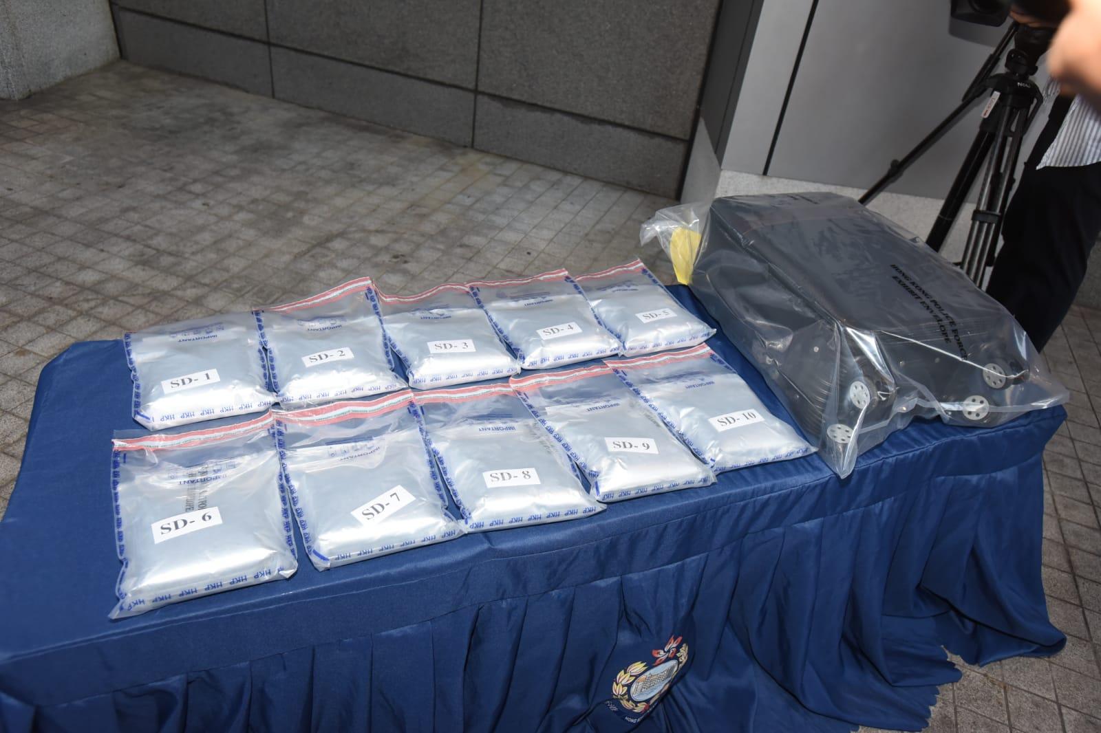毒品並10.2公斤毒品,約值960萬港元。
