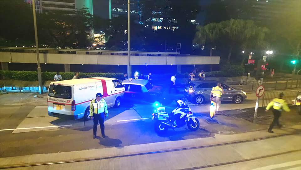 中環皇后大道中3車相撞。網民David KC圖片
