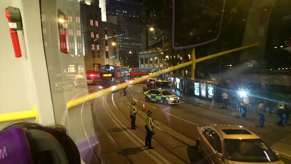 中環皇后大道中交通受阻。網民David KC圖片