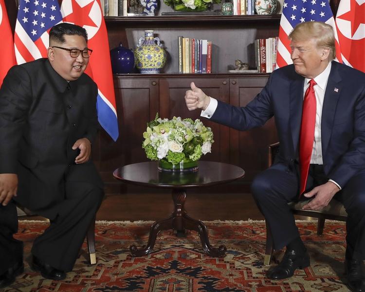 Karen Leong表示,當兩位領袖坐下時,都難以掩飾緊張情緒。AP
