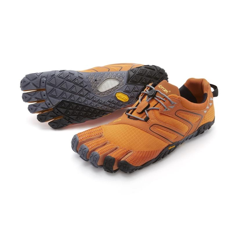 「五趾鞋」輪廓形似赤足,雙腳壓力分佈均勻,成為了最佳選擇。(網圖)