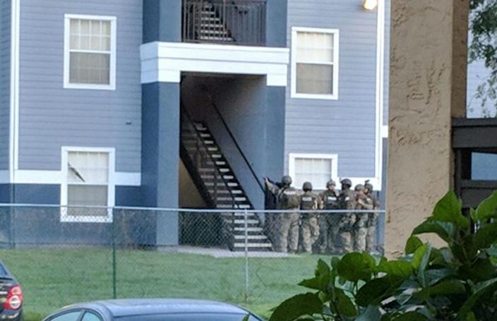 疑犯與警方對峙逾24小時,最終射殺人質再自殺身亡。