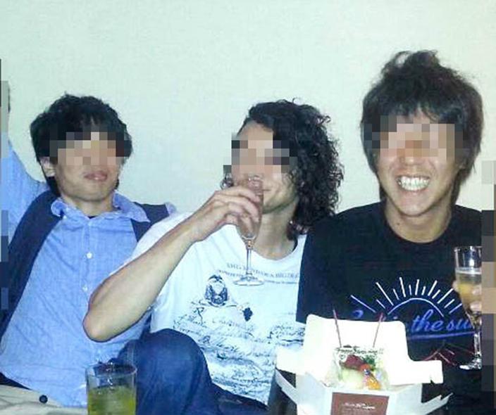 被捕8名男子年齡介乎25歲至31歲,本身為同事及朋友。