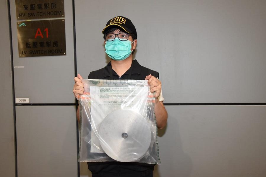 海關人員在一個寄港圓形金屬工具發現懷疑冰毒。