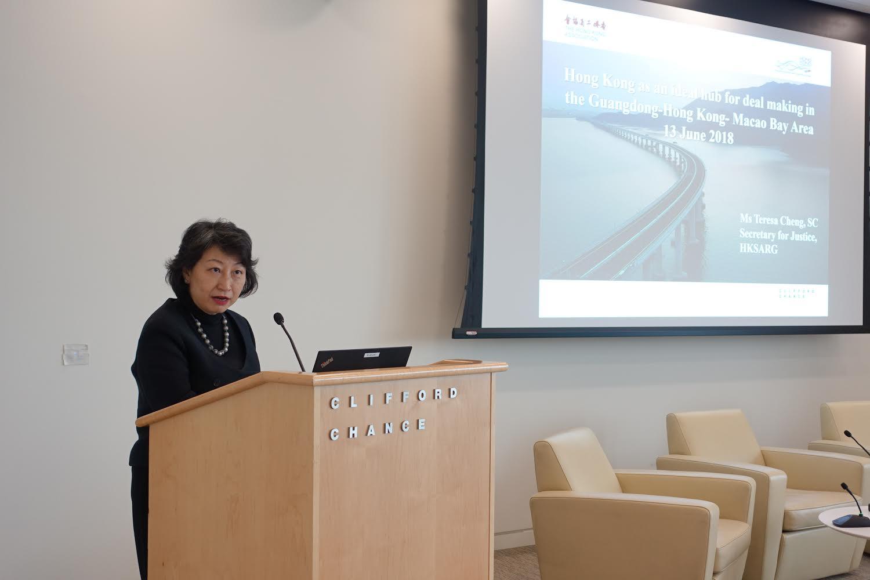 鄭若驊在倫敦出席「香港作為粵港澳大灣區的理想交易樞紐」研討會。