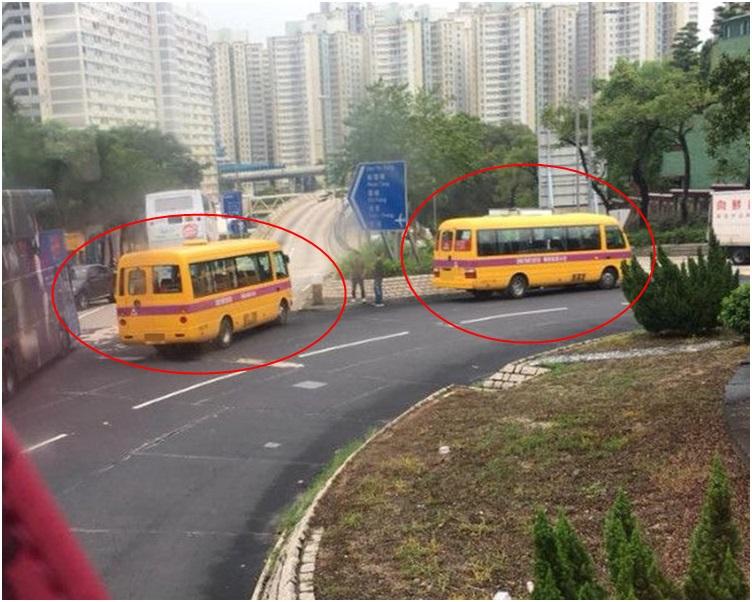 寶馬因衝力被撞至倒轉頭停在廻旋處慢線。圖:網民Brandon Wong