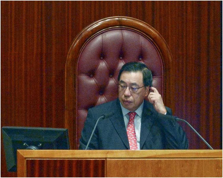 梁君彥預計今日可三讀表決草案。