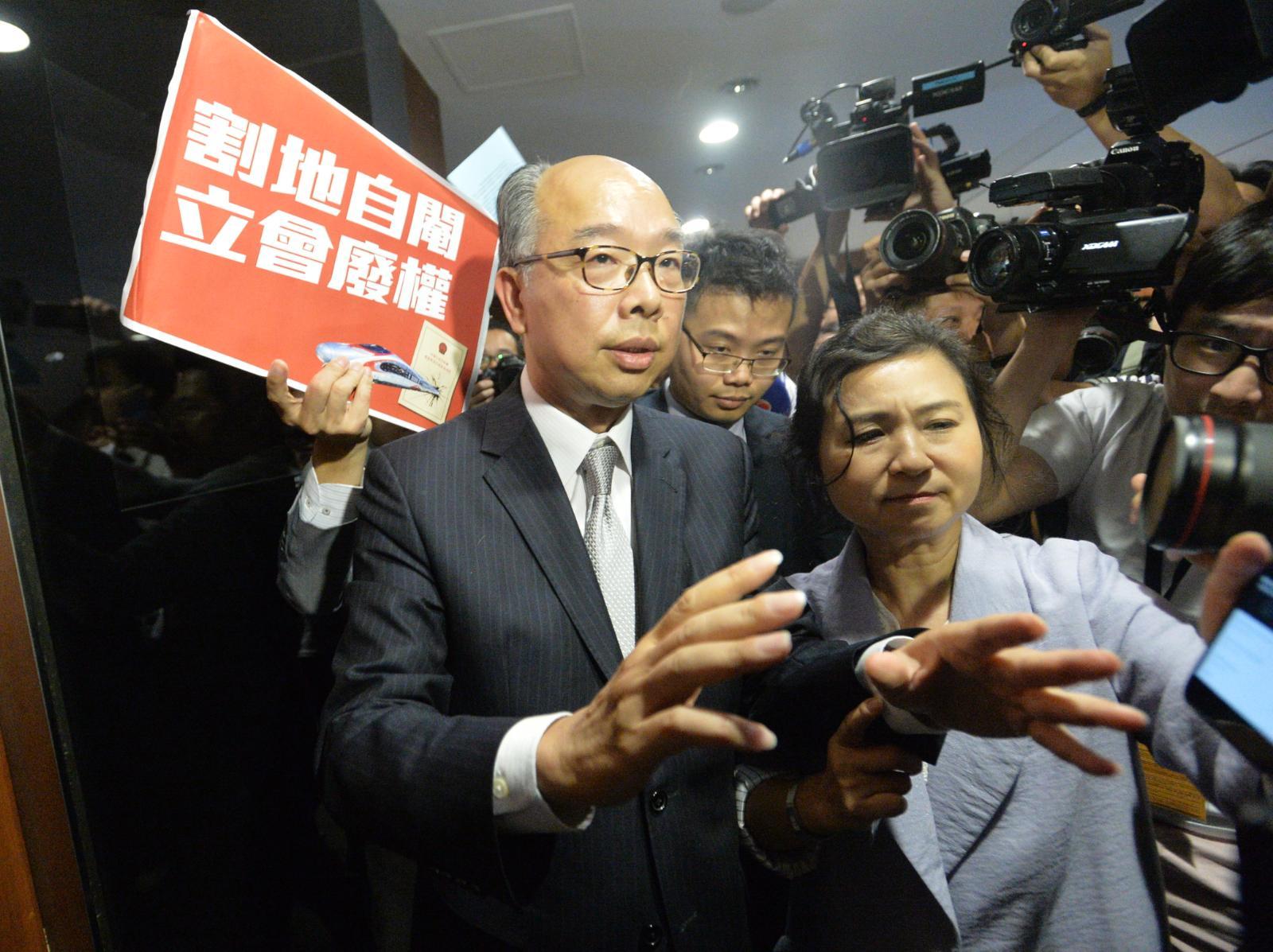 陳帆表示,政府歡迎通過草案。