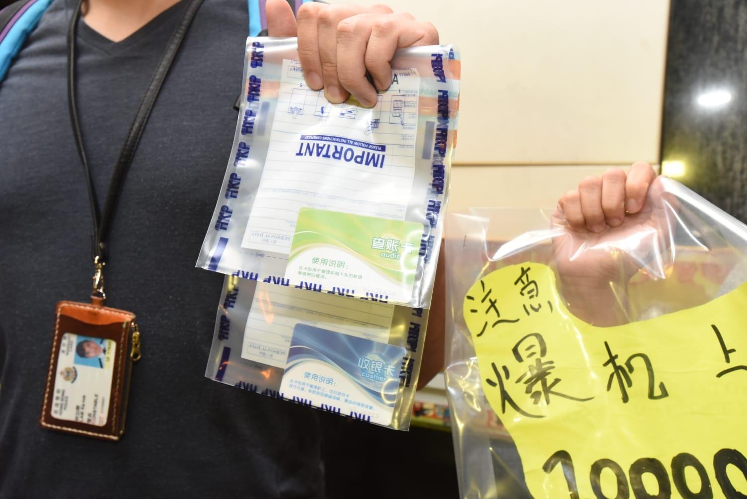 警方檢獲一批證物。徐裕民攝