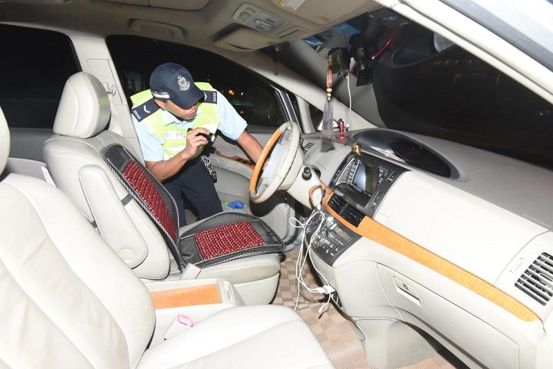 警方檢查涉事車輛。徐裕民攝