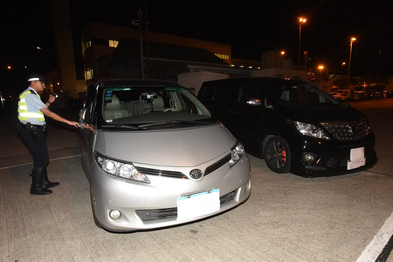兩輛涉事汽車被扣查。徐裕民攝