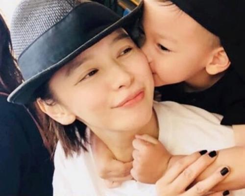 帶囝囝遊韓國獲獻吻 徐若瑄:媽咪又融化了