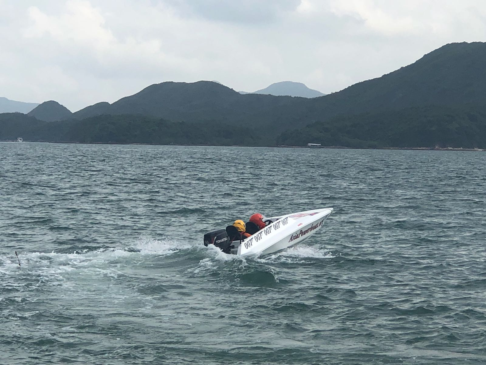 Powerboat極具「速度感和刺激感」,時速最高可達50海里,相等車速約90公里。鄺沛同攝