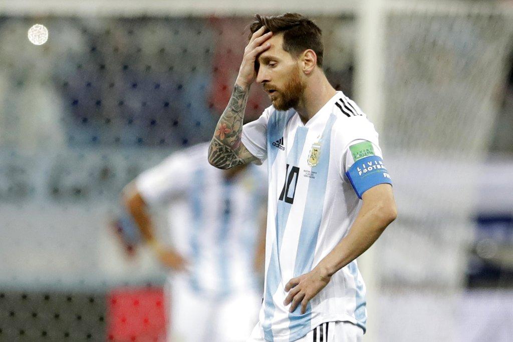 阿根廷國家隊球星美斯對連失3球相當失望。AP圖片