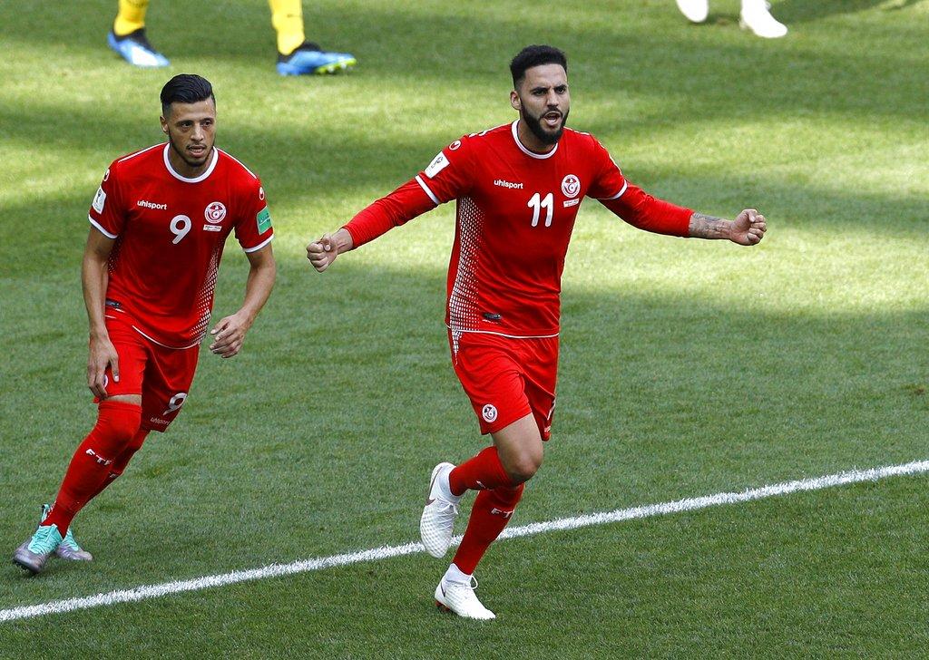 突尼西亚戴伦布朗入球之后受伤退场。AP图片