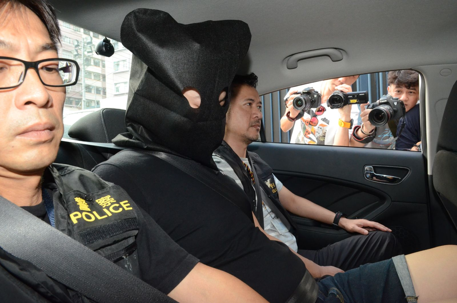 被捕人士為4男2女。