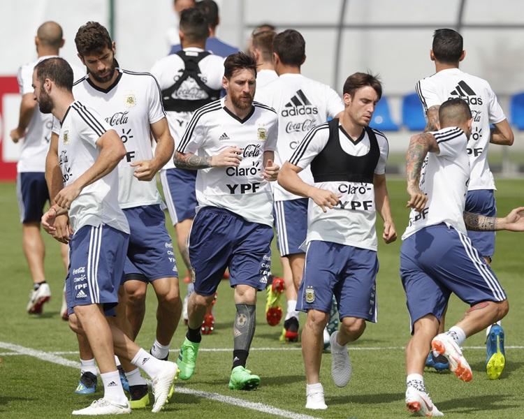 阿根廷生死战阵容球员自决。AP