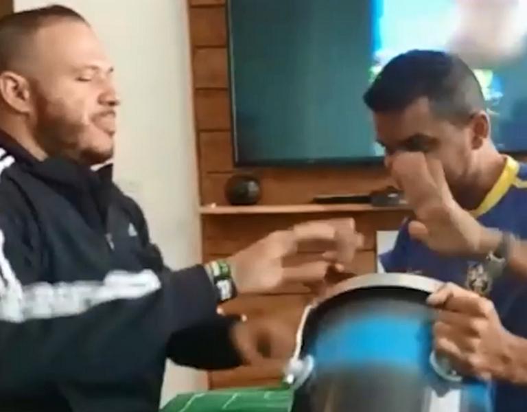 Carlos在17岁才失明。影片截图
