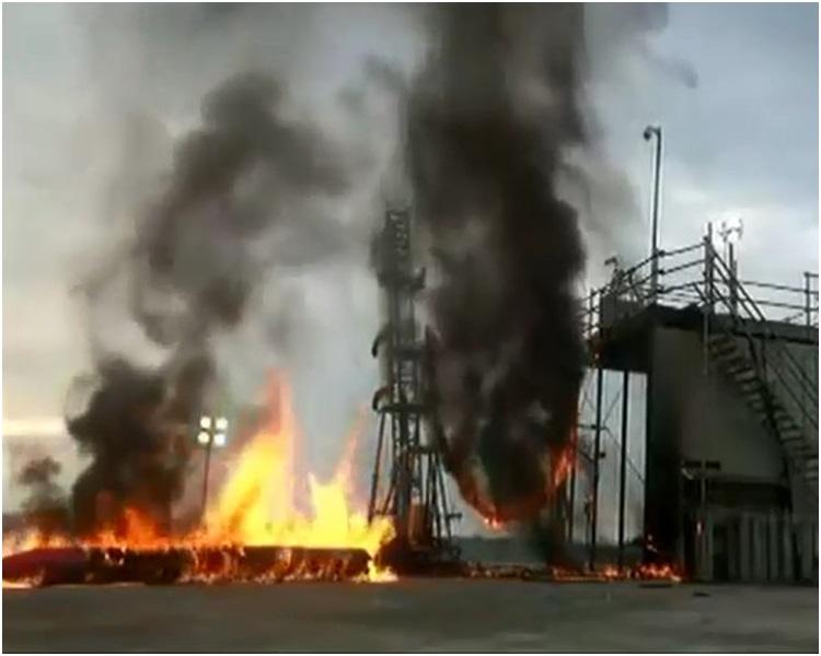 小型火箭「MOMO 2號」發射後即失控跌落發射台爆炸。網圖