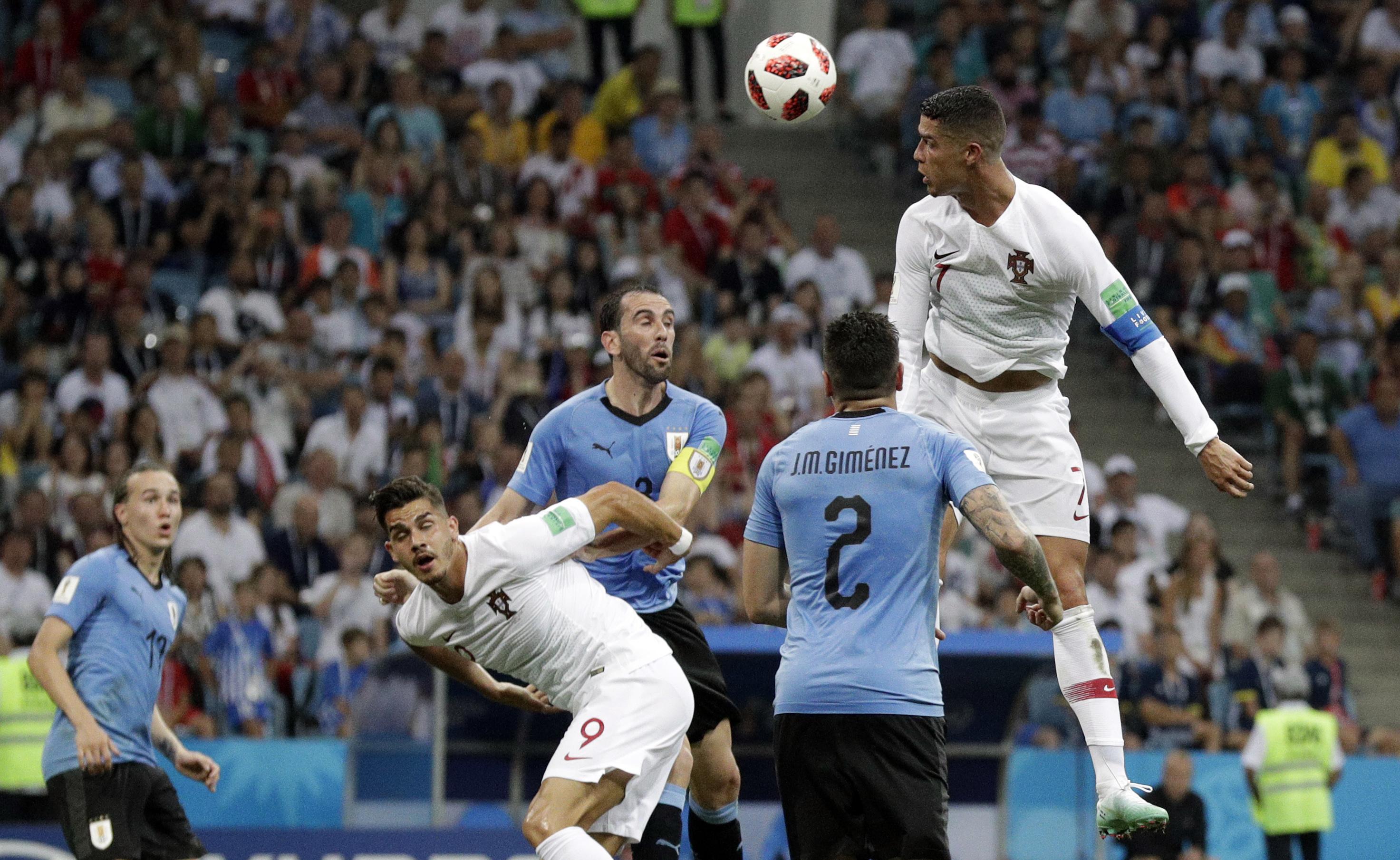 烏拉圭以2:1擊敗葡萄牙。AP