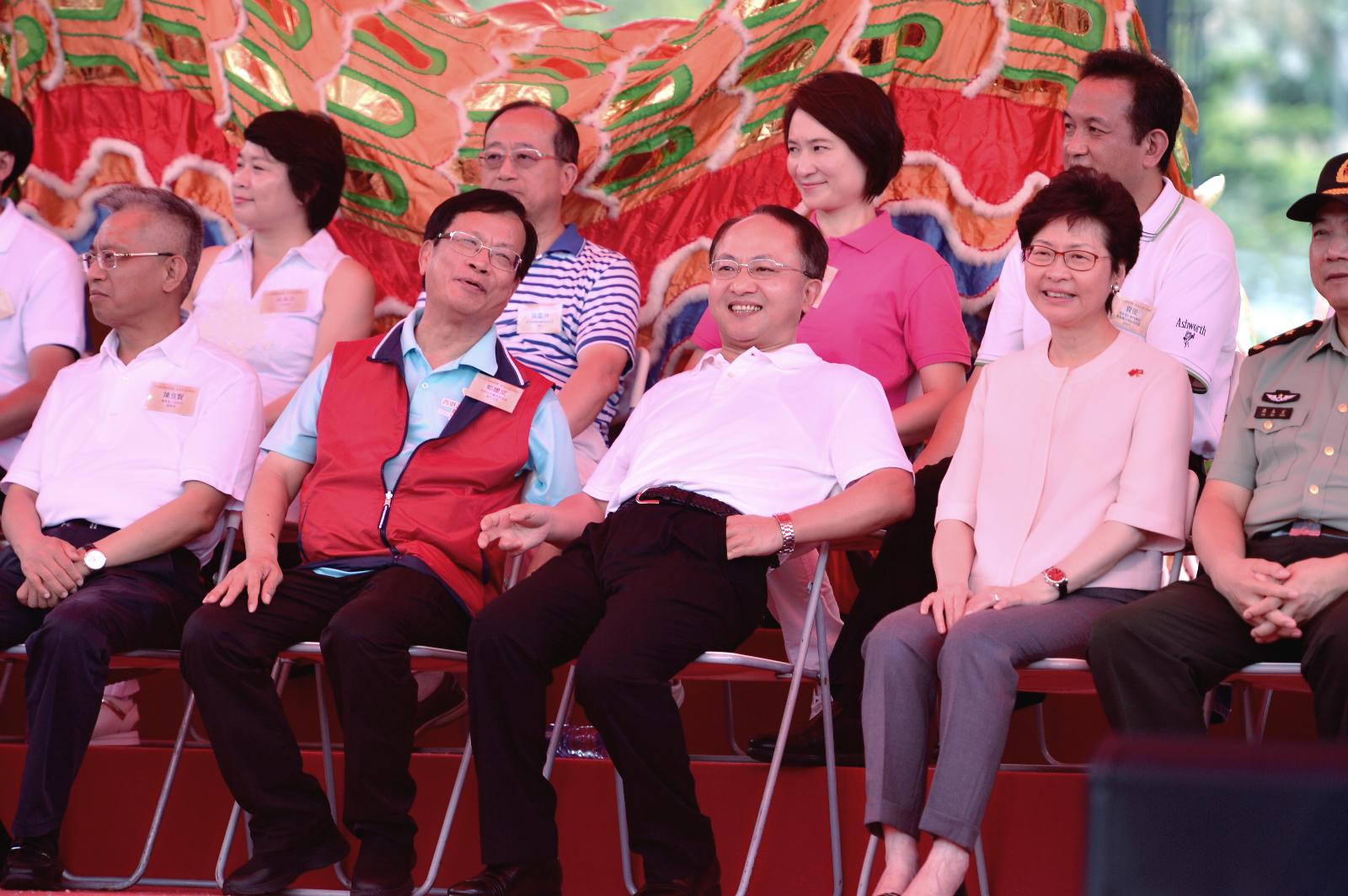 王志民(右二)讚行政長官林鄭月娥全面貫徹一國兩制