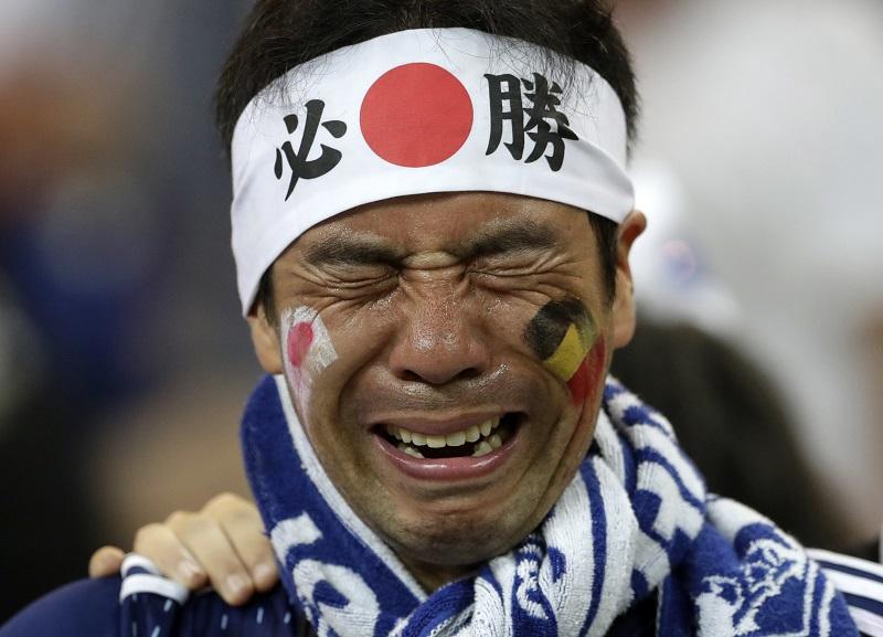 球迷眼見球隊最終未能晉級,不禁痛哭。美聯社