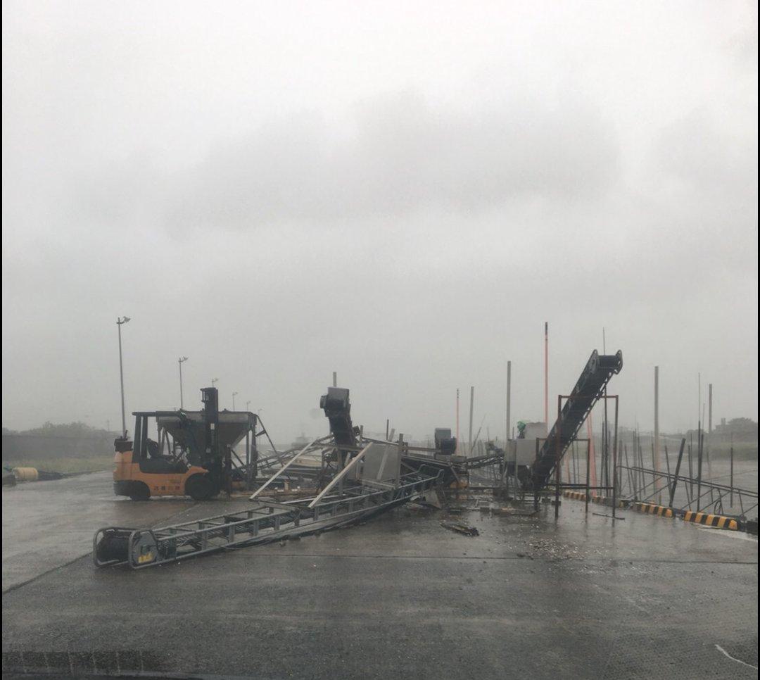 九州佐賀縣有鋼架倒塌。網上圖片